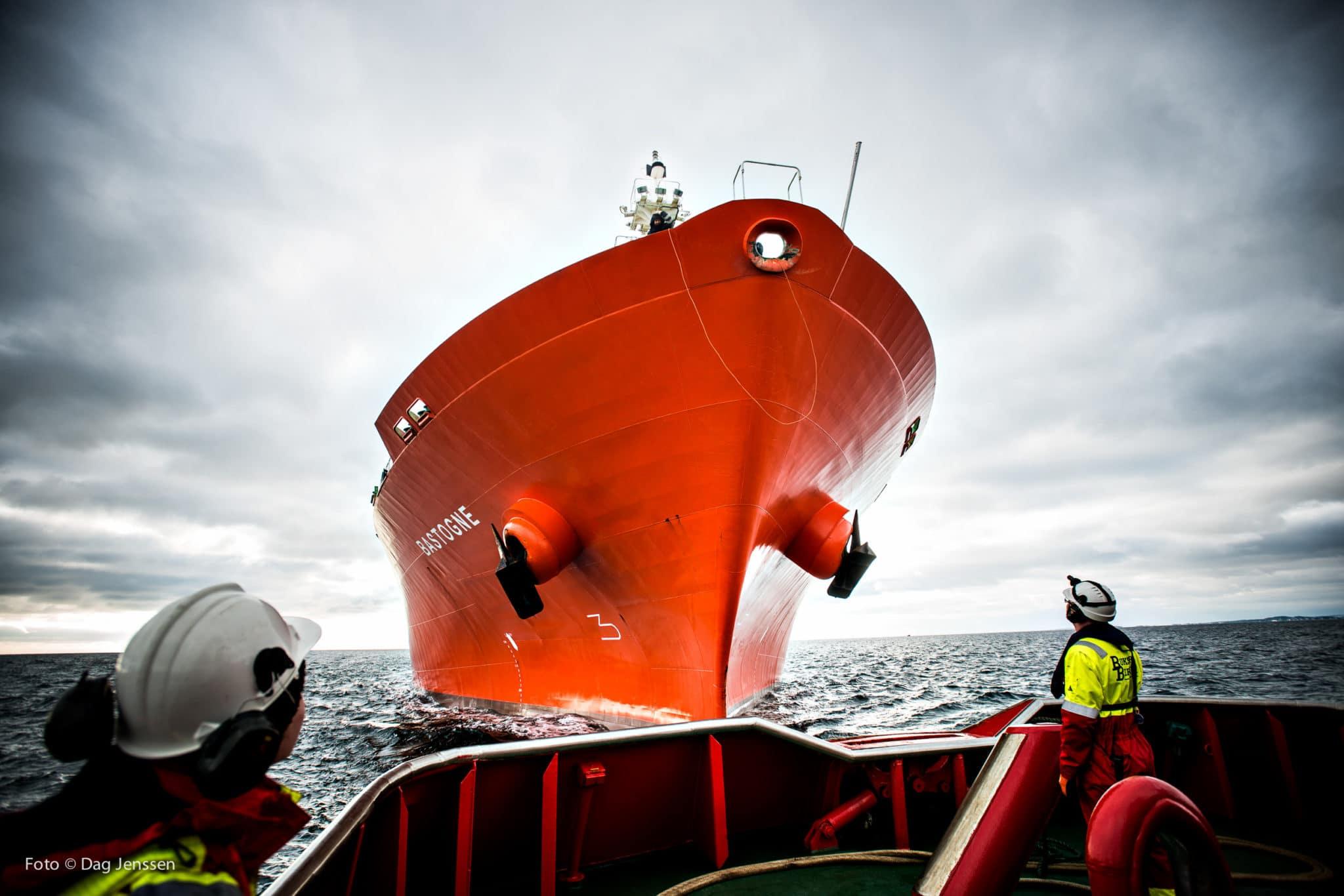 Skip skal inn til Grenland Havn
